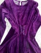Sukienka z weluru rozkloszowana kolor śliwka