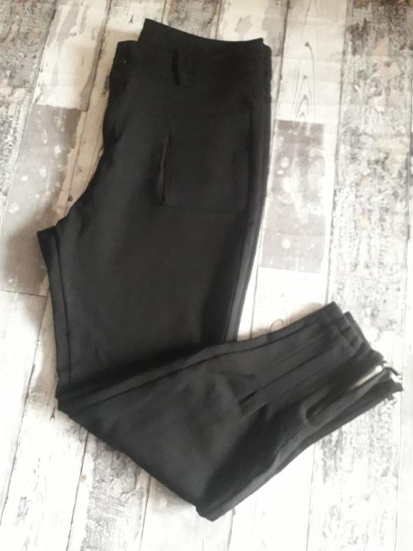 Spodnie zwężane nogawkizamki