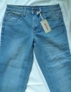 Błękitne dżinsy JOHN BANER haftowane kieszenie...