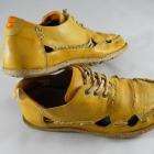 Żółte mokasyny