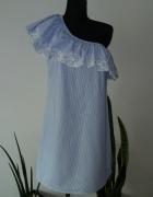 Sukienka na jedno ramie z falbanka w paski...