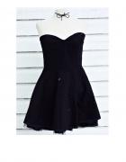Czarna sukienka AX Paris...