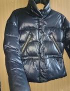 Czarna kurtka zimowa H&M krótka puchowa...