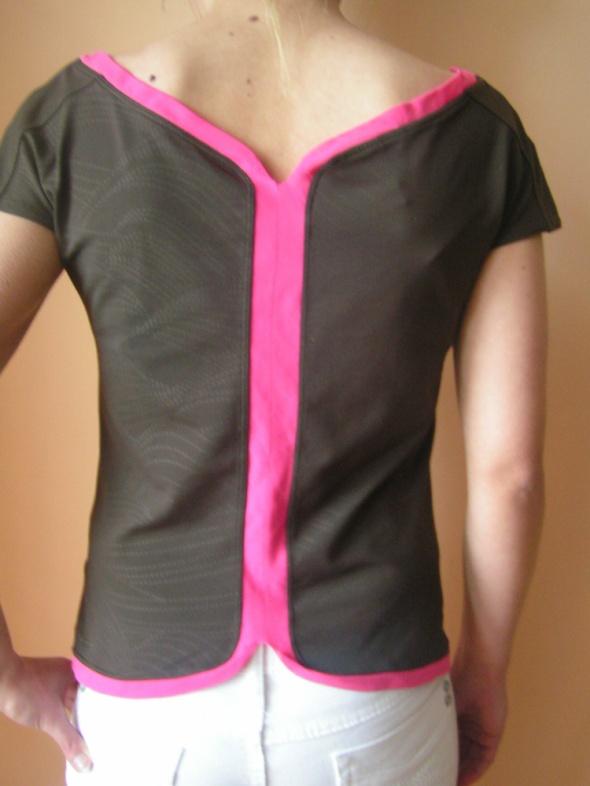 Bluzka Nike z odkrytymi plecami...