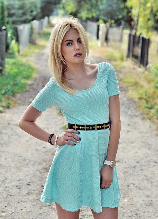 Suknie i sukienki SUKIENKA ROZKLOSZOWANA MIĘTOWA NEW YORKER ROZM S