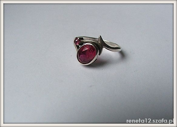 WarMet rubiny korundy srebrny pierścionek