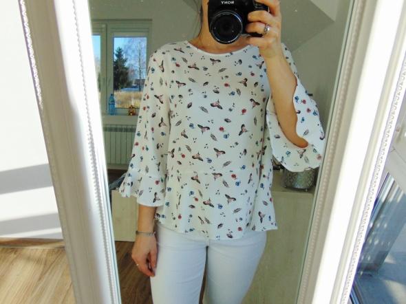 biała bluzka z falbaną ptaki zip