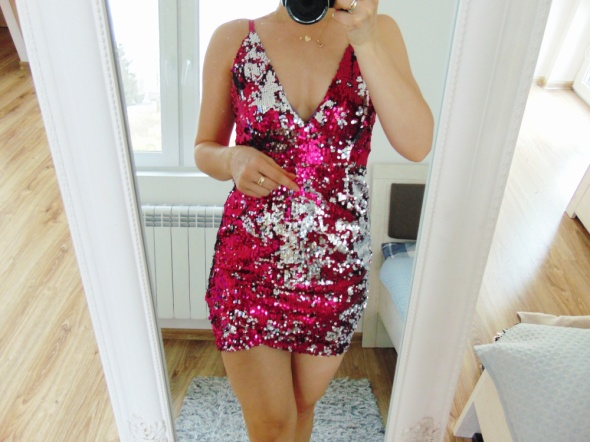cekinowa boska sukienka zakładany dół