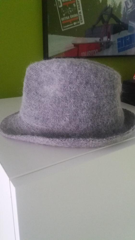 szary kapelusz Stradivarius