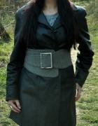 czarny skórzany płaszcz...