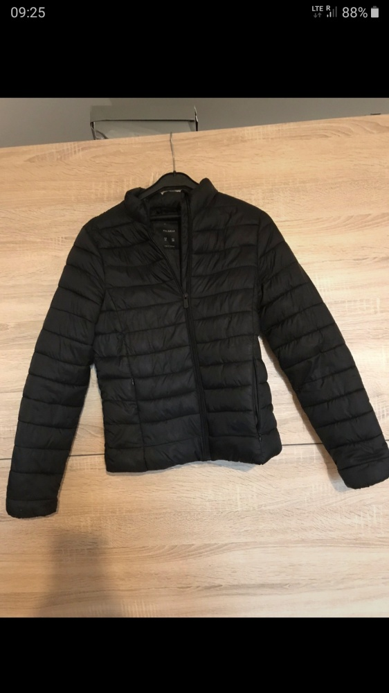 Ubrania Czarna kurtka pikowana pull&bear
