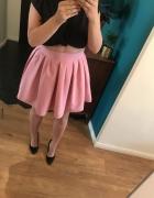 rozkloszowana różowa spódnica Kozacki Mops...