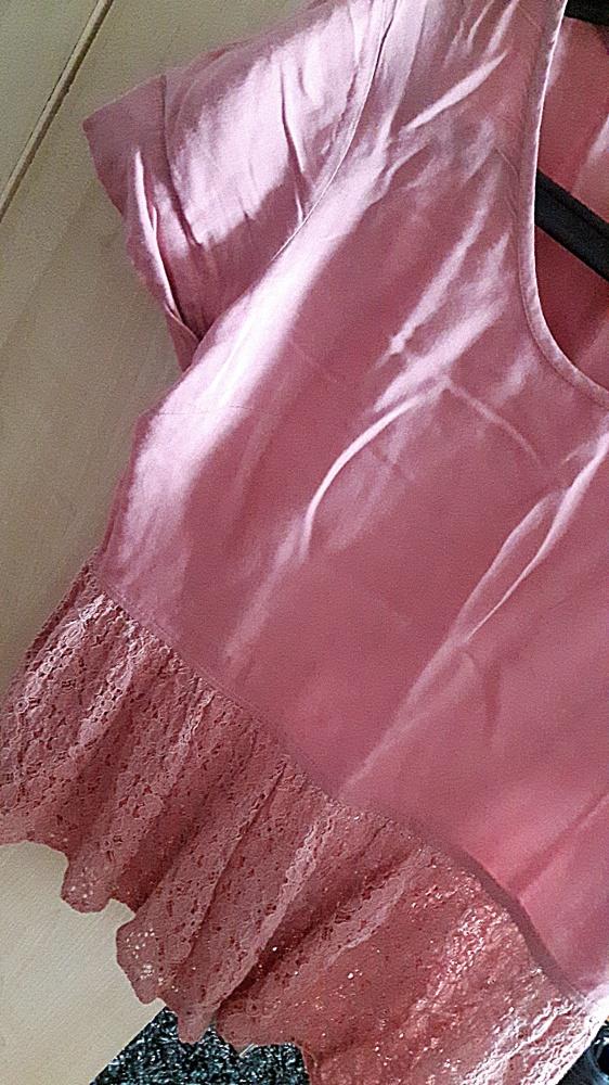 Łososiowa bluzka w koronkową baskinką...