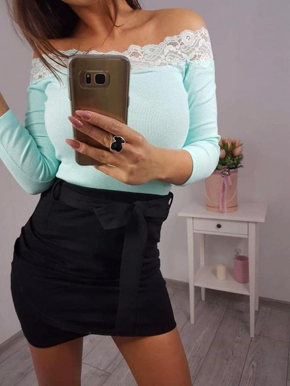 Spódnice czarna kopertowa spódniczka z wiązaniem