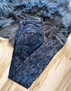 jeansowe spodnie z zamkami przy nogawkach...