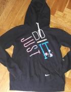 Czarna bluza Nike z napisami L z kapturem...