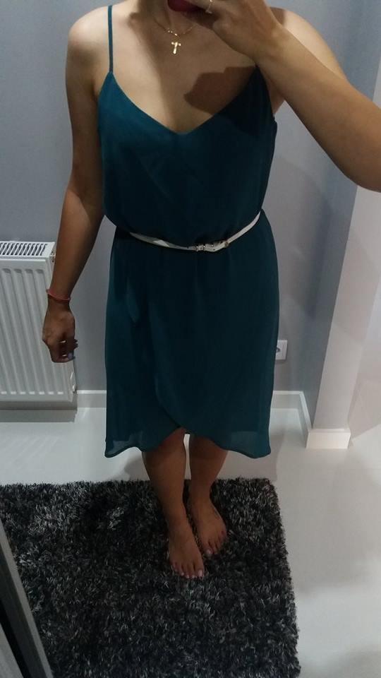 Asymetryczna sukienka zwiewna Mohito