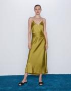 Oliwkowa sukienka z Zary w stylu bieliźnianym...