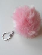 brelok nowy puszek pompon futerko różowy...