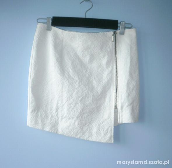 Gina Tricot biała asymetryczna spódniczka zip mini...