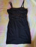 Czarna dopasowana sukienka ćwieki...
