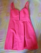 Różowa neonowa sukienka rozkloszowana...