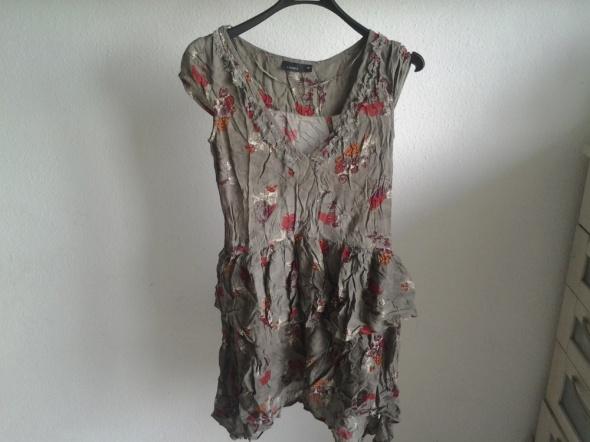 Sukienka letnia asymetryczna z baskinką w kwiaty...