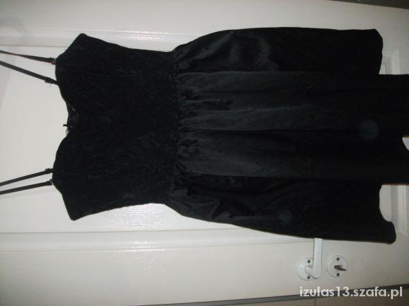 Rozkloszowana sukienka HandM koronka