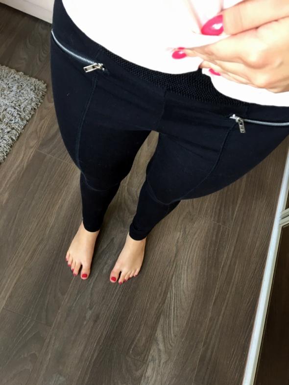 Czarne legginsy z zamkami HOUSE XS...