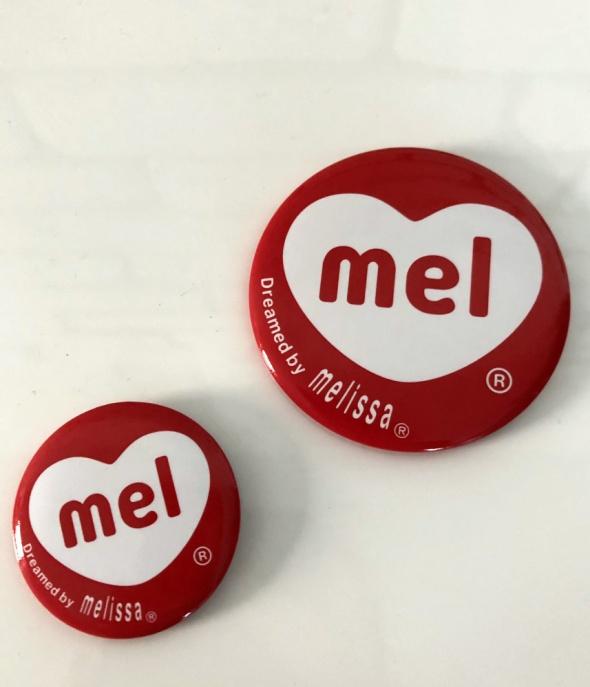 Pozostałe MEL Melissa przypinki piny 2 szt NOWE
