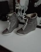 Szare sneakersy...