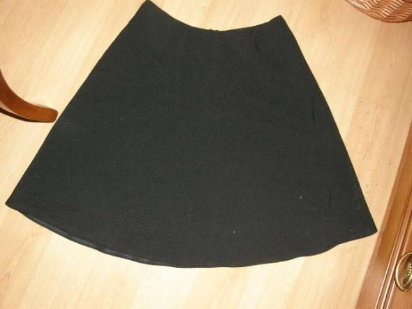 Spódnice Czarna rozkloszowana spódniczka XS S