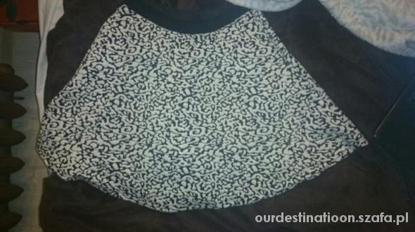 Spódnice Rozkloszowana spódniczka ze wzorem