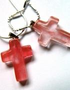 Kwarc różowy nieduży krzyżyk z nefrytu uniseks...