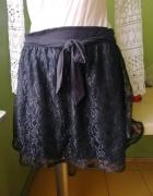 Czarna spódnica koronka
