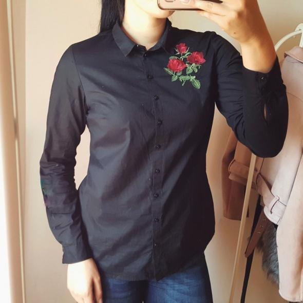 Czarna elegancka koszula z haftem wyszywana czerwone kwiaty róż...