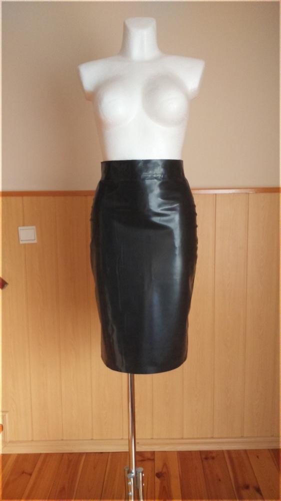 Latexowa sukienka ołówkowa rozmiar 38