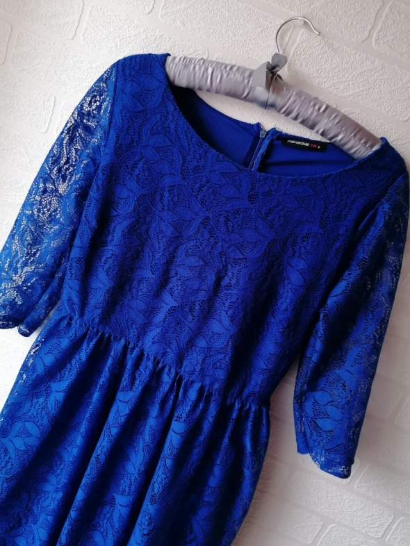 Niebieska koronkowa rozkloszowana sukienka koronka New Yorker...