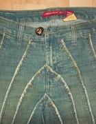 Spodnie jeansowe w paski...