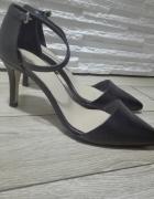 Czarne niskie sandałki