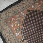 duża chusta we wzory zdobiona