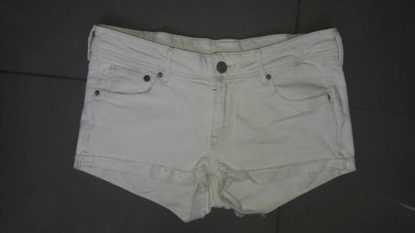 Białe spodenki H&M s...