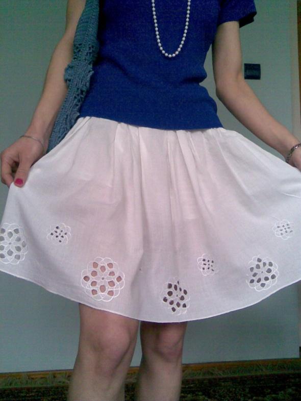 Spódnice Biała letnia spódnica z aplikacją w kwiaty 34