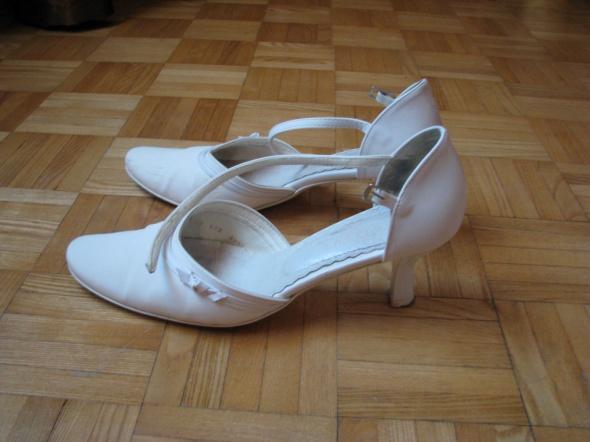 Buty ślubne Pantofle zapinane na pasek