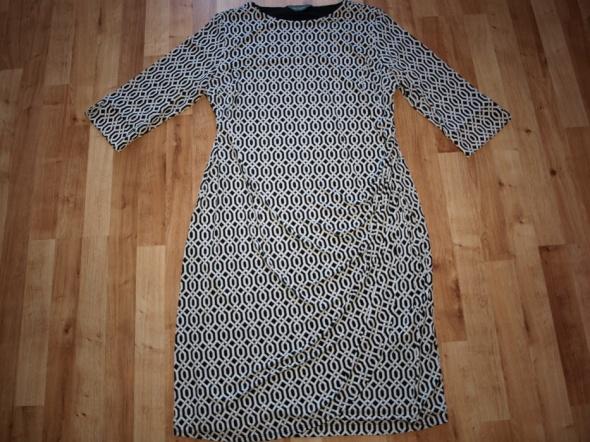 Elastyczna sukienka 42