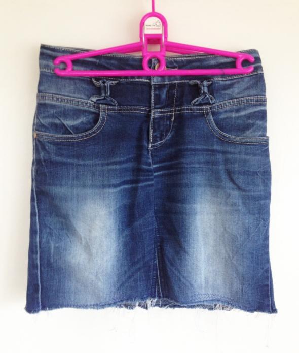 Jeansowa mini spódnica poszarpane końce nitki granatowa rock pu...