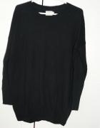 Czarny swetr rozcięcie na plecach M...