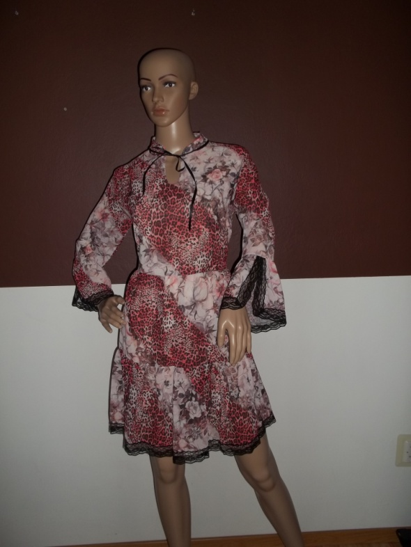Śliczna zwiewna lekka sukienka