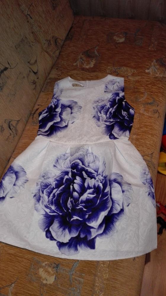 Sukienka z kwiatem