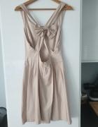 Pudrowa sukienka Bershka M...
